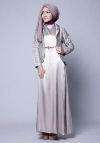 Tampil Trendy dengan Gamis Satin berkombinasi Blazer Batik