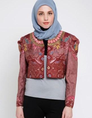 Inspirasi Batik Wanita dengan Model Blazer Modern Saat Ini