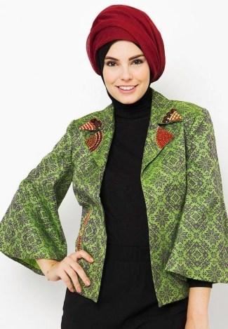 Inspirasi Batik Wanita dengan Model Blazer untuk Muslimah