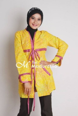 Model Baju Batik Atasan Kombinasi Lengan Panjang Untuk Muslimah