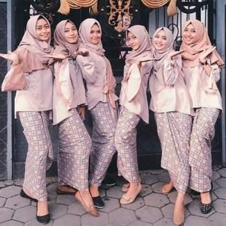 Model Kebaya Wisuda Muslim Berjilbab