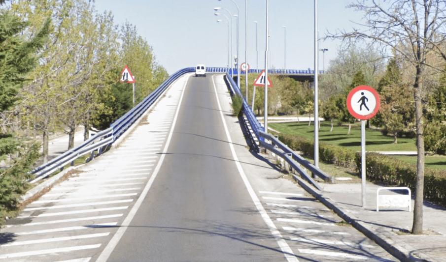 La Avenida de Daroca se convierte en la autopista M-23 sin señalización alguna de que entramos en vía interurbana