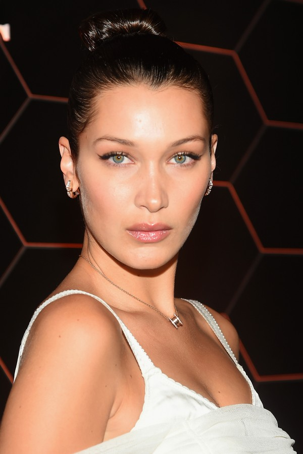 "BROOKLYN, NY - SEPTEMBER 06: Bella Hadid attends the Bulgari launch of new fragrance ""Goldea, The Roman Night"" on September 6, 2017 in the Brooklyn borough of New York City. (Photo by Ben Gabbe/Getty Images for Bulgari) (Foto: Getty Images for Bulgari)"
