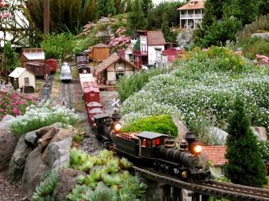 Garden Trains 00vl;jdnvjdn