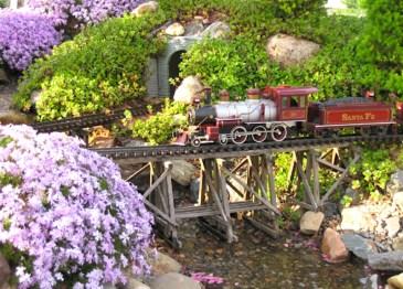 Garden Trains 00v;ljdn;vjdnv