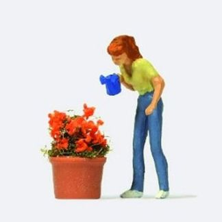 Preiser 28103 Watering the Flowers (OO/HO figure)