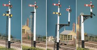 Ratio 466 GWR Square Post Signals (4 Signals inc. Junction/Brackets) (OO gauge plastic kit)