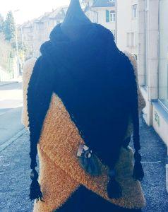 Chèche en coton noir et ses pampilles