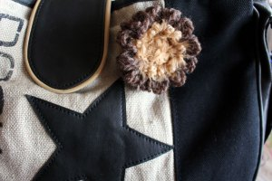 Une p'tite fleur pour décorer votre sac à main