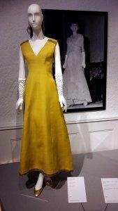 Miroir entre la robe et la photo de la même robe portée par Audrey Hebpurn