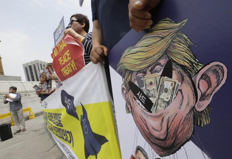 South Korean anti-war protesters