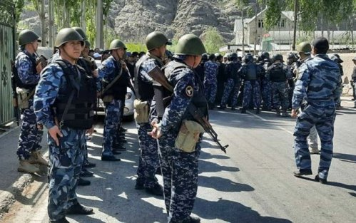 Tacikistan hərbçiləri Qırğızıstanın yaşayış binalarına atəş açdı