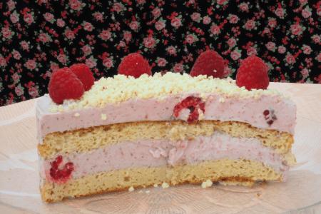 keto tort malinowy