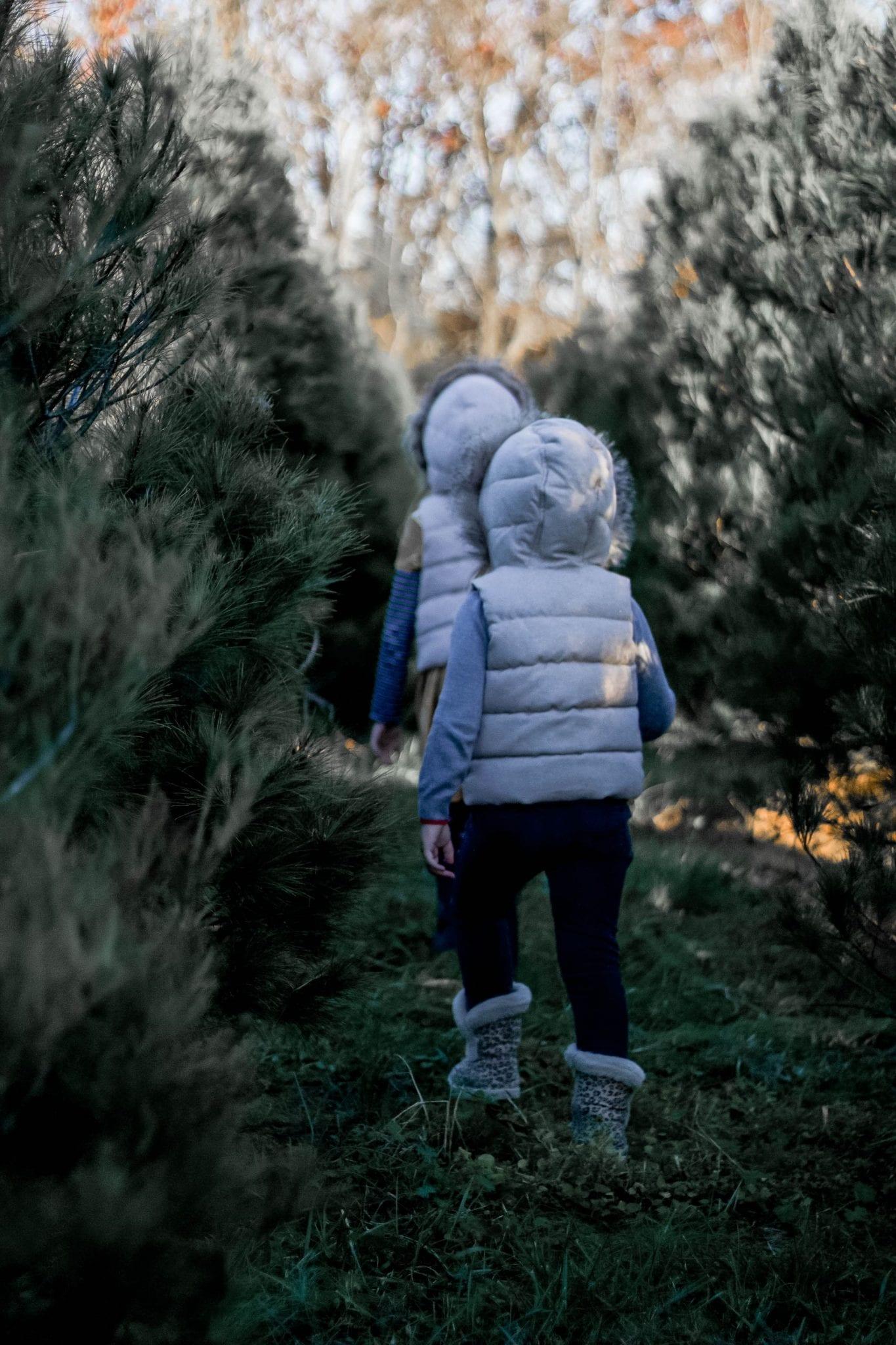 DIY Minimalist Scandinavian Christmas Wreath featured by top Nashville lifestyle blog, Modern Day Moguls