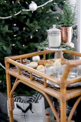 5 Essentials to Host your Own Holiday Soiree featured by top Nashville lifestyle blog, Modern Day Moguls: Holiday home decor