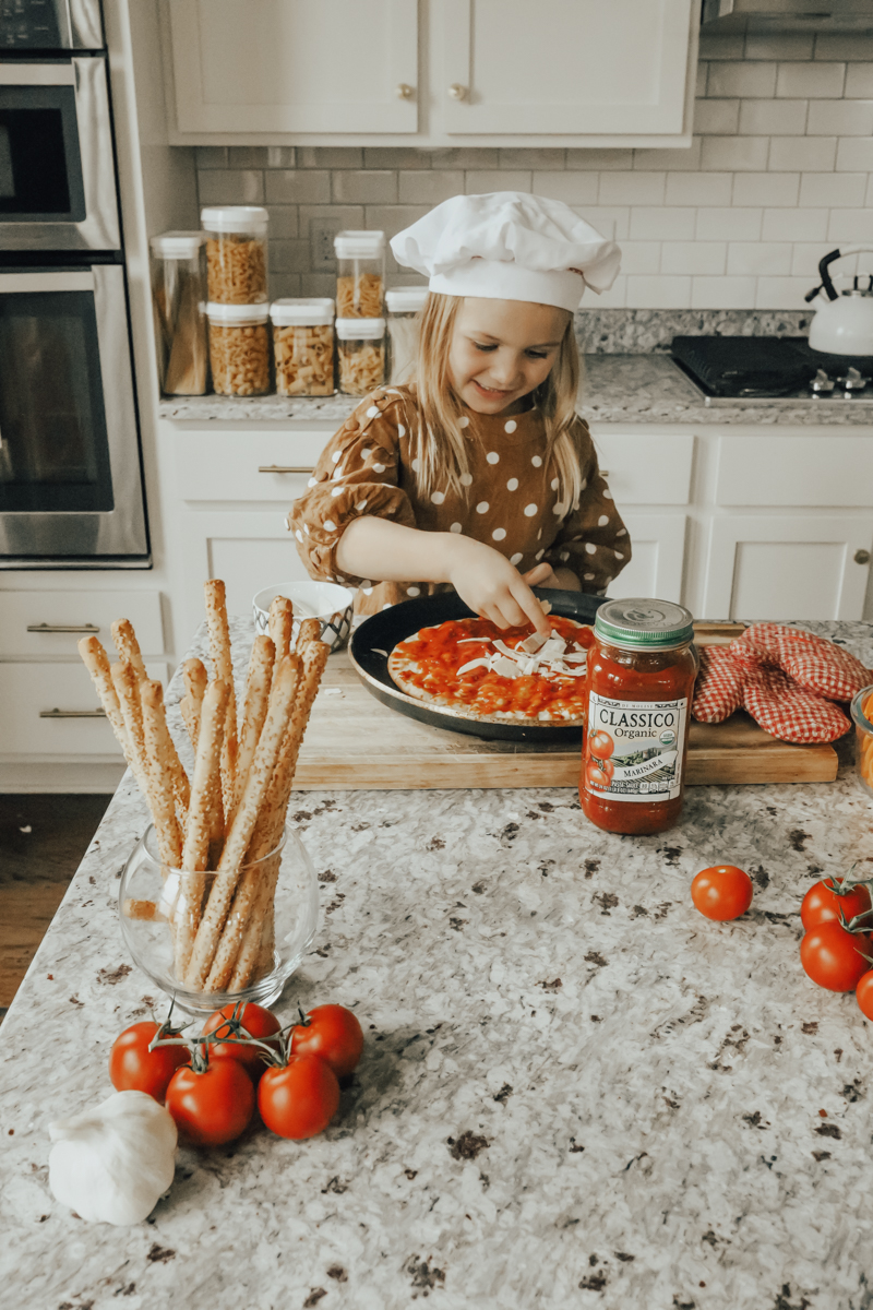 Easy Italian Recipes featured by top US life and style blog Modern Day Moguls; Image of a family cooking dinner.