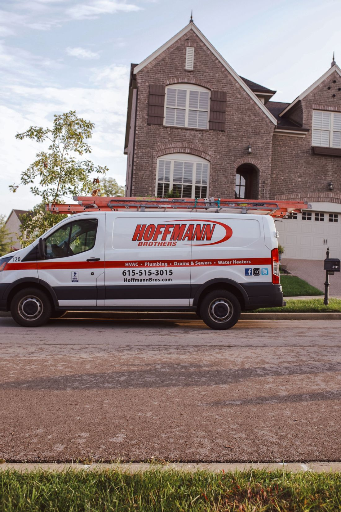 Purging Tips by popular Nashville lifestyle blog, Modern Day Moguls: image of a Hoffman Brothers van parked in front of a grey brick house.