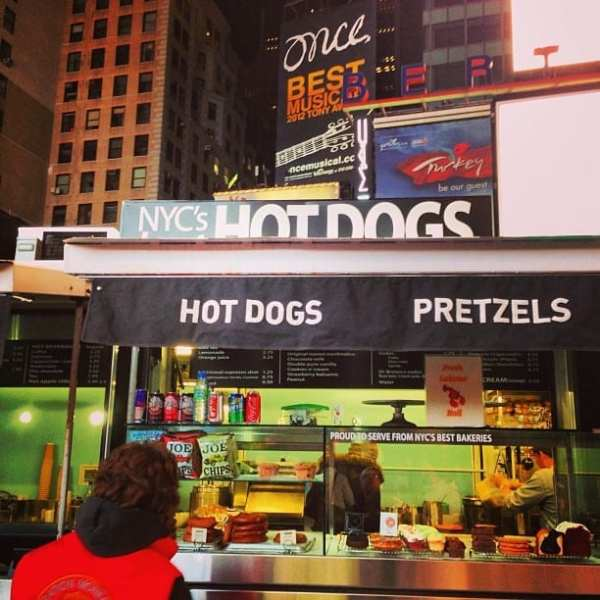 One of the best hot dog stands on NYC. #nyc #photooftheday #travel #love