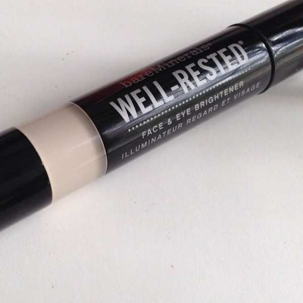 When lack of sleep happens, I'm totally all about this brightening stick. #beauty #sleep #fav