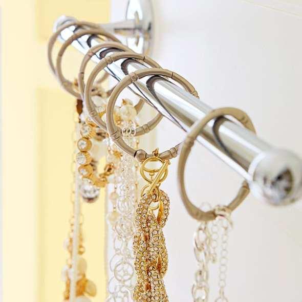 5bathroom-storage-smarts-102160695