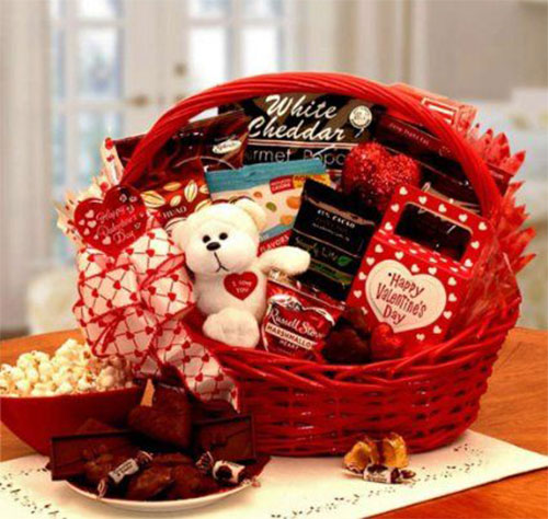 15 Valentines Day Gift Basket Ideas For Husbands Or Wife