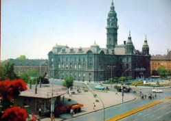 A városházával 1970 után, nem sokkal bontása előtt. (fotó: Régigyőr)