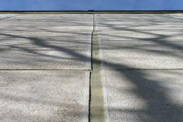 Bár az ilyen nagy méretű panelok előállítása fegyelmezett betontechnológiát követelt meg, látjuk, hogy még volt hová fejlődni a méretpontosságban. (fotó: HG)