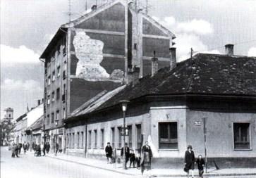 Az épület helyén eredetileg álló saroképület. (forrás: Winkler-Kurcsis)