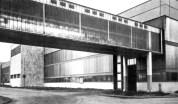 A csarnokot és a fejépületet összekötő hídszerkezet. (forrás: Winkler Kurcsis)