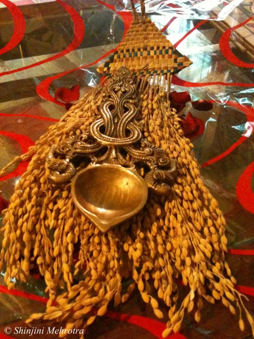 rice-husk-wallhanging-brass-aarti