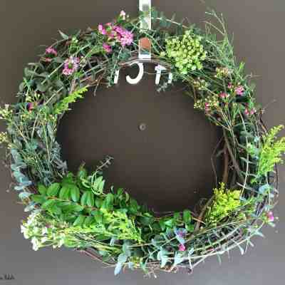 DIY Fresh Spring Wreath