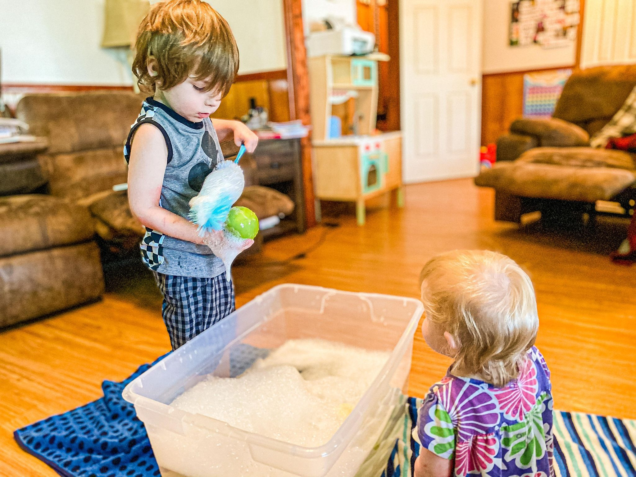 Wash the Apples Sensory Bin | Modern Homestead Mama