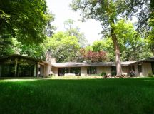 GONE! Sprawling Modern Ranch in Riverwoods – Modern Illinois
