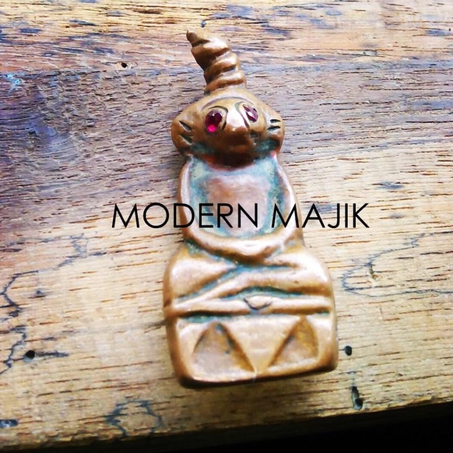 """พระงั่งเขมรตาแดงอุดกริ่งเนื้อทองแดงเถื่อน """"เสือดำ"""" by MODERN MAJIK"""