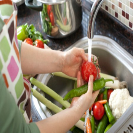 Every-day-tips-for-washing-vegetables-and-fruit-resized_900x900.jpg