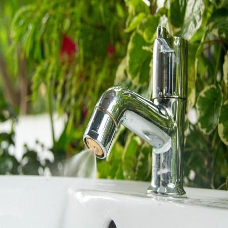 Water-Saving-Aerators-Saves-more-than-95-water-from-your-regular-tap_900x900.jpg