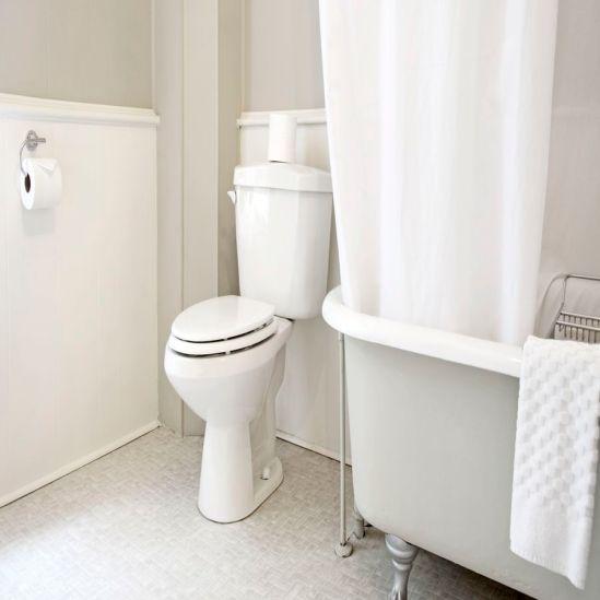bathroom-interior-148047481-5755cb095f9b5892e8d826ed_900x900.jpg