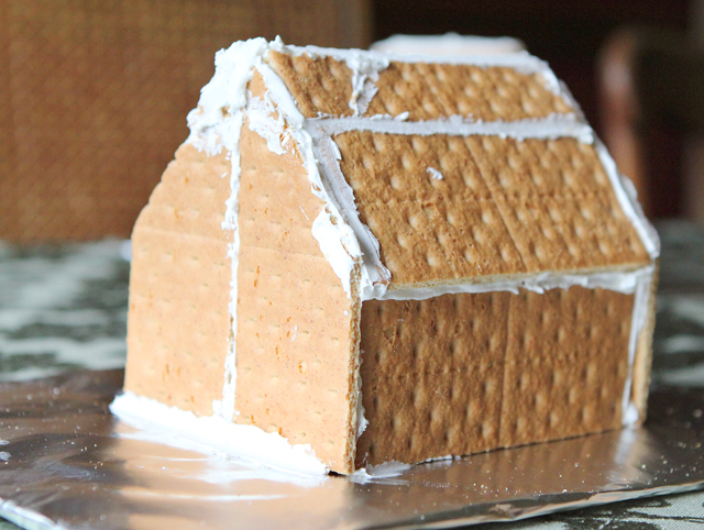Two Tips For Easy No Bake Gingerbread Houses Modern Parents
