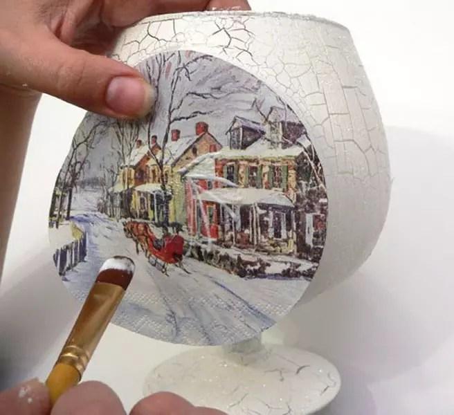 دستمال سفره ای روی یک شیشه