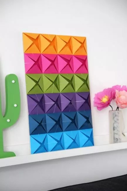 Papír je další pohodlný a cenově dostupný materiál, se kterým je snadné pracovat.