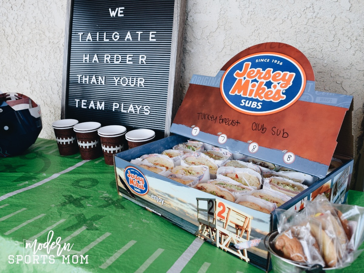 It's football season and that means it's time to tailgate! No need to fuss though, tailgating can be so easy with these simple ideas! #tailgating #football #easyparty