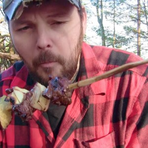 Winter Bushcraft cooking.. Beef over a Camp Fire..... in the Bush