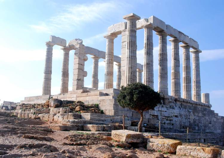 Seeing the Temple of Poseidon in Cape Sounion is fantastic way to end seeing Athens in 3 days.