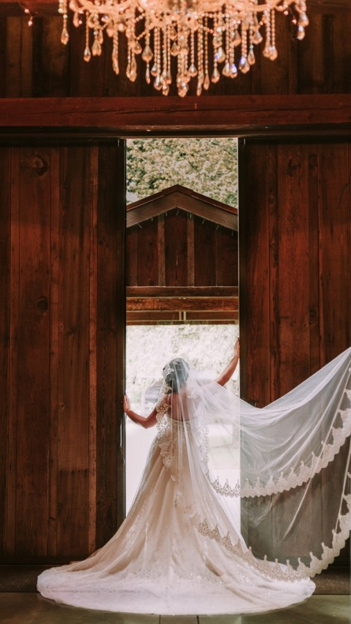 cozy rustic barn wedding