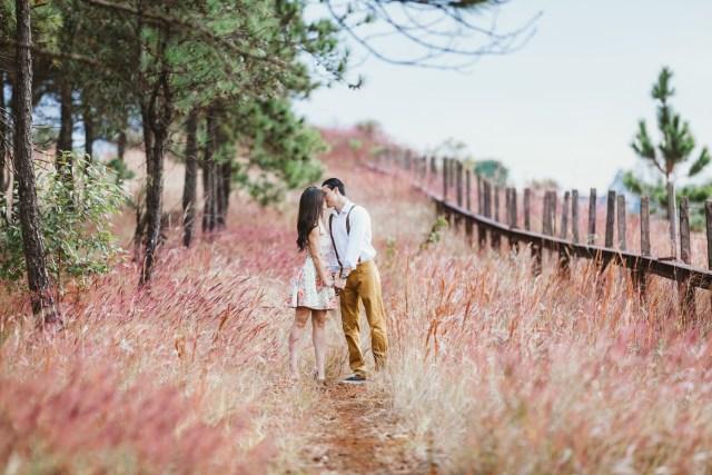 kissing in field