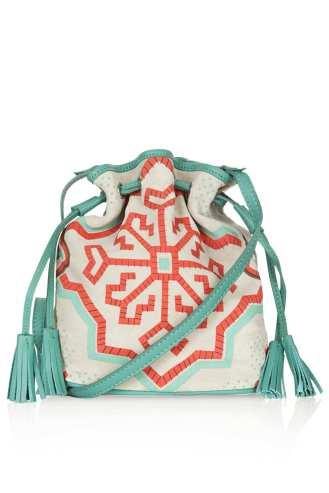 http://de.topshop.com/de/tsde/produkt/taschen-accessoires-1702232/taschen-geldb%C3%B6rsen-345376/kleiner-wildleder-seesack-im-folk-stil-2834539?bi=161&ps=20