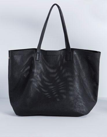 http://www.bershka.com/de/de/accessoires/accessoires/taschen-%26-geldb%C3%B6rsen/shopper-tasche-gelocht-c1132004p4126801c800.html