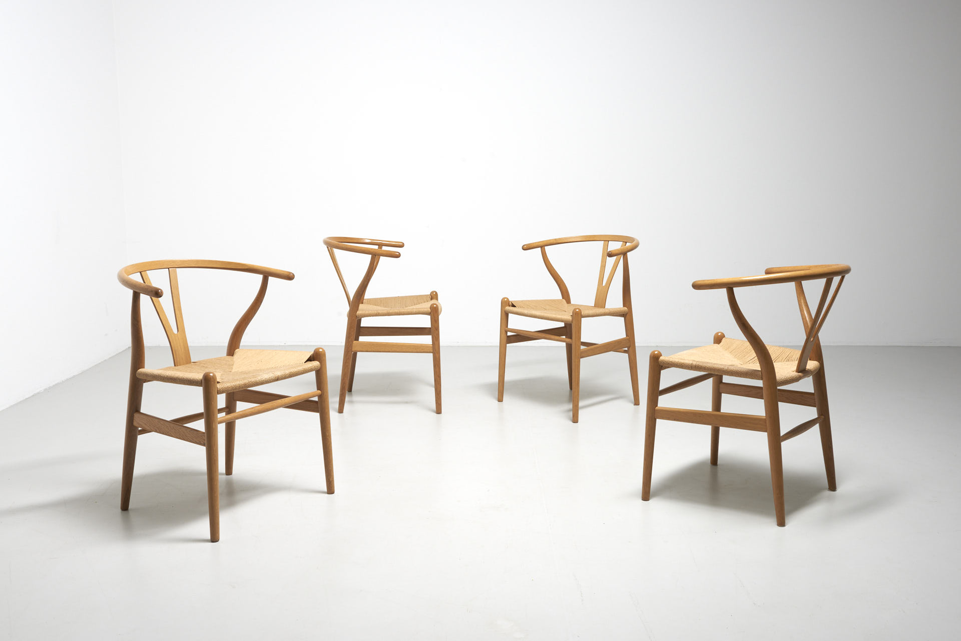 Wishbone Chairs 4 Wishbone Chairs In Oak Hans J Wegner
