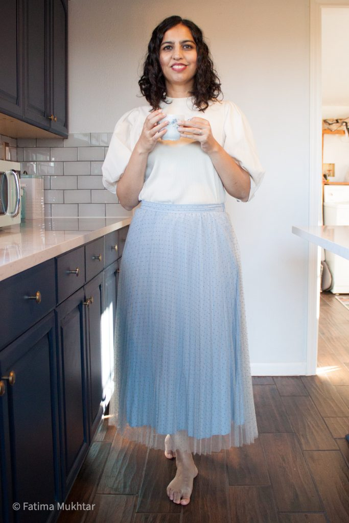 blue tulle midi skirt and puff sleeve t-shirt outfit