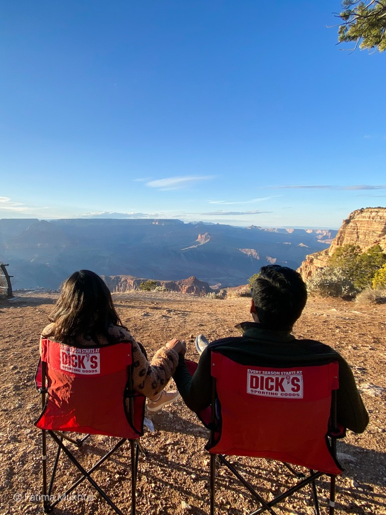 couple holding hands at the grand canyon